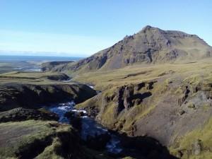 Řeka, která ústí v Skogafoss vodopád