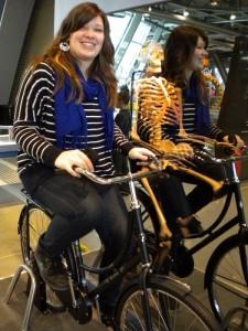 Naučili jsme se jezdit na kole.