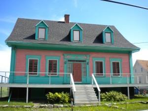 Po celém Quebecu byly takhle barevné vyvýšené domy.