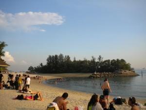 Umělá pláž v Singapuru.
