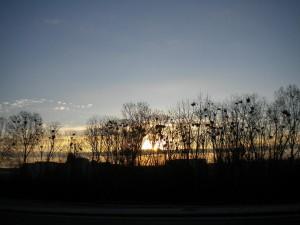 Východ slunce, opět sama na cestě.
