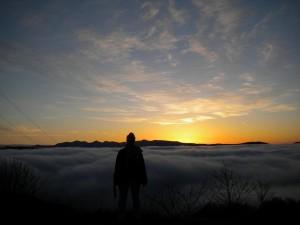 Kvůli východu slunce jsme vstávali kolem 4. hodiny, abychom vylezli na kopec. Že to bude ale takhle skvělý, úžasný a dokonalý východ slunce nikdo z nás nečekal.