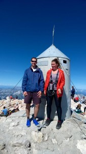Vítězná fotka s raketou na vrcholu Triglavu